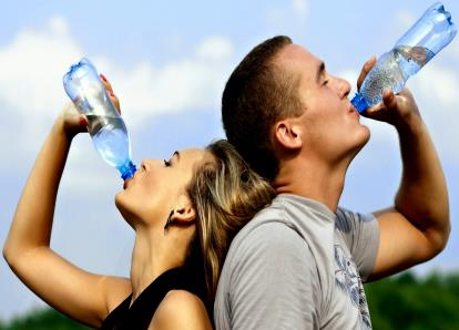 Como se Manter Hidratado no Verão sem Gastar Muito Dinheiro