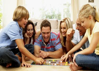Jogos de Tabuleiro e Cartas que Todos Devemos Ter em Casa