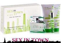 Coffret SEX IN TOWN KISS ME para Senhora: Eau de Parfum de 100ml+20ml, Body Lotion Perfumado de 200ml e Gel de Banho de 200ml por 15€. PORTES INCLUÍDOS.